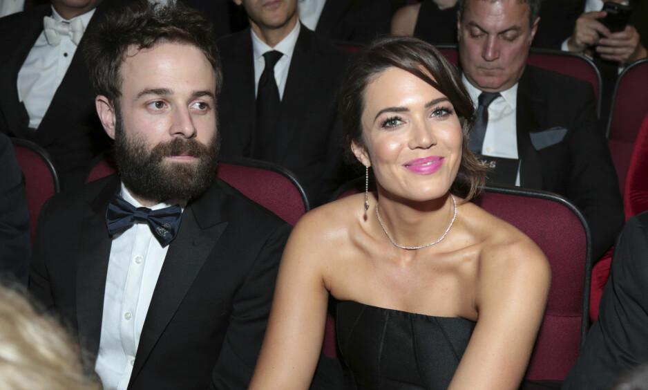 GIFTET SEG: Skuspillerstjernen Mandy Moore og musikeren Taylor Galdsmith forlovet seg i fjor. Nå skal de ha giftet seg. Foto: NTB Scanpix