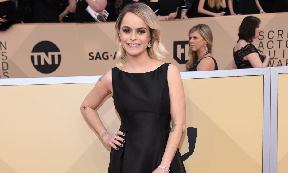 STRÅLTE: Skuespiller Taryn Manning så flott ut på SAG-utdelingen, men det følte hun ikke selv. Da hun fikk vite at kjolen hennes «bare» koster 1500 kroner, gikk hun ut i harde ordlag. Foto: NTB scanpix
