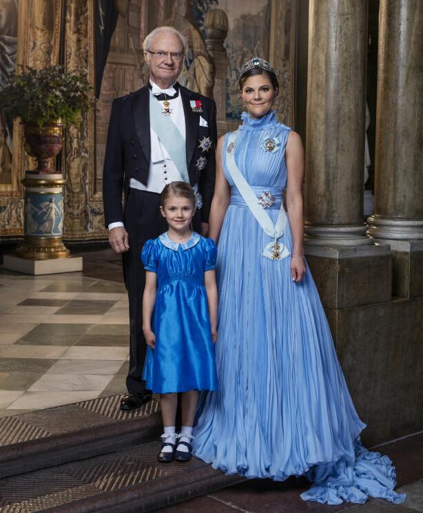 ARVEFØLGEN: Kong Carl Gustaf, kronprinsesse Victoria og prinsesse Estelle. De to sistnevnte er arvinger til den svenske tronen. Foto: Thron Ullberg/ Kungahuset.se