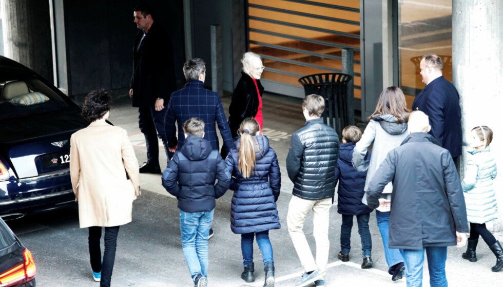 <strong>PÅ BESØK:</strong> Familien er lørdag samlet hos prins Henrik på Rigshospitalet i København. Foto: NTB Scanpix
