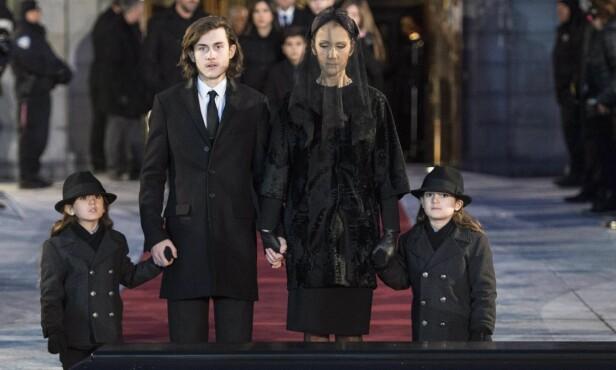 TÅREVÅTT FARVEL: Céline Dion og sønnene Eddy, Nelson og Rene-Charles Angelil under ektemannen og barnas far sin begravelse i 2016. Foto: NTB Scanpix