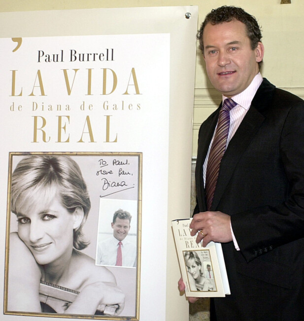 <strong>MED BOK:</strong> I 2003 ga Paul Burrell ut boka «A Royal Duty», som inneholdt flere pikante avsløringer om Diana og det britiske kongehuset. Her var han på boklanseringen i Spania i 2004. Foto: AP/ NTB scanpix