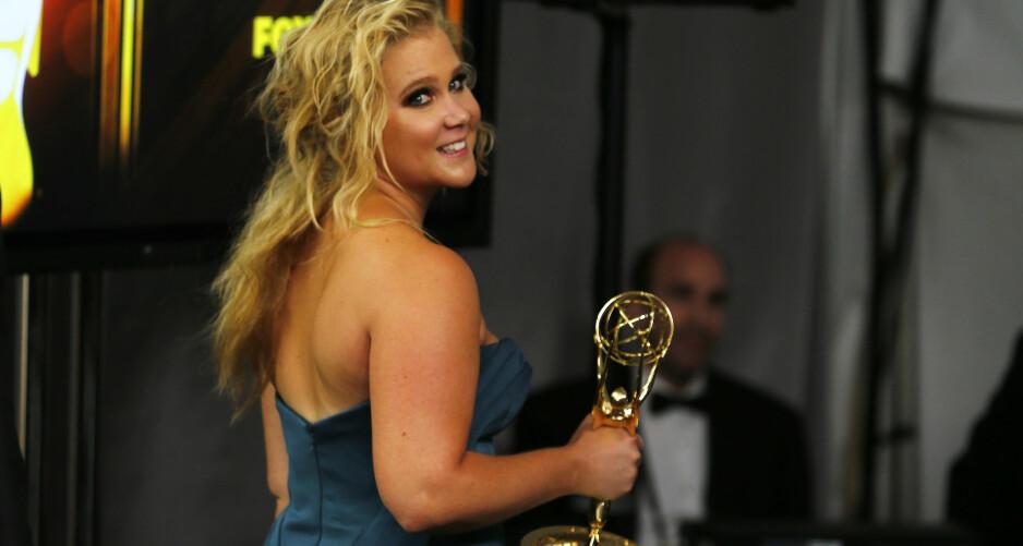 KRITISERES: Amy Schumer er blitt kjent for å pushe grenser i sine stand-up-show og filmer, men denne gangen syns mange at hun har dratt den for langt. Foto: NTB Scanpix