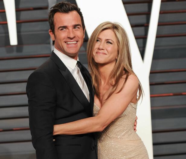 SKILLES: Etter fire år som kjærester  giftet Justin Theroux og Jennifer Aniston seg i 2015. Nå går de hver til sitt. Her var de sammen på kort tid etter bryllupet på Vanity Fairs Oscar-fest i 2015. Foto: SipaUSA