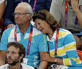 SOMMER-OL: Kongeparet fulgte blant annet mennenes håndballfinale, som stod mellom Sverige og Frankrike, under sommer-OL i London i 2012. Foto: NTB scanpix