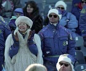 VINTER-OL: Silvia og Carl Gustaf er tilskuere på alpint kombinasjon for kvinner under vinter-OL på Lillehammer i 1994. Foto: NTB scanpix