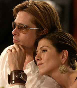LANGE SAMTALER: Ifølge kildene skal Brad og Jennifer ha hatt en lang, og tårevåt teleforsamtale. Her er de sammen i 2003. Foto: AP