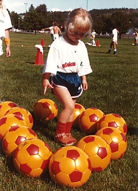 <strong>TIDLIG KRØKES:</strong> Solveig Gulbrandsen fikk allerede i tidlig alder en stor interesse for fotball. Foto: Privat