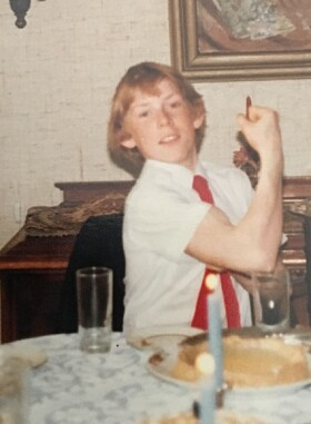 <strong>VISER MUSKLER:</strong> Espen Jansen var aktiv utøver i over 30 år, før han la opp. Foto: Privat