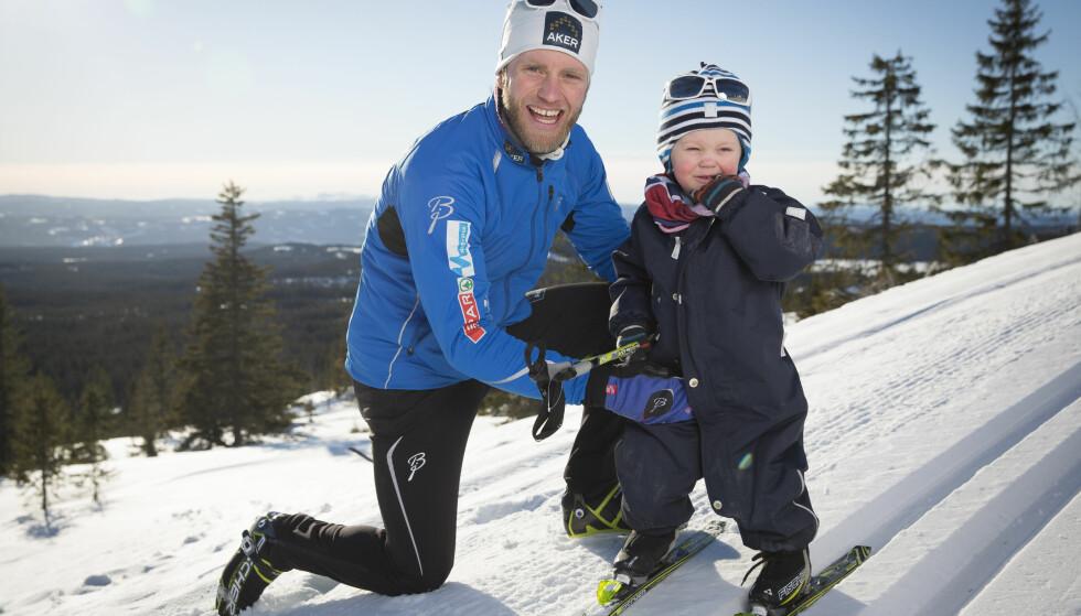 FLYTTET UT: Livet som småbarnsfar ble en utfordring da Martin Johnsrud Sundby skulle lade opp til vinter-OL. Da sønnene Markus (bildet) og Max ble forkjølet, måtte han rett og slett flytte inn på hotell. Foto: Espen Solli/ Se og Hør