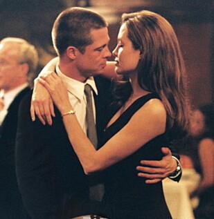 IKKE BARE PÅ FILM: Brad Pitt erkjente at han ble forelsket i Angelina Jolie under innspillingen av «Mr. & Mrs. Smith». Foto: Zuma Press