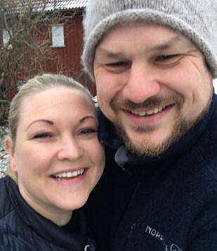 <strong>FORELSKET:</strong> Paret avslørte i desember at de forsatt var stormende forelsket, og nå har paret forlovet seg. Foto: Privat.