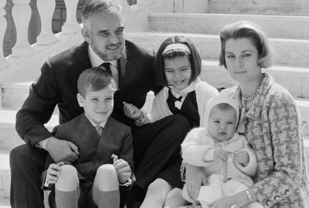 TRE BARN: Rainier og Grace fikk barna Albert, Caroline og Stéphanie. Her feirer de ti års bryllupsdag i 1966. Foto: © Bettmann/CORBIS