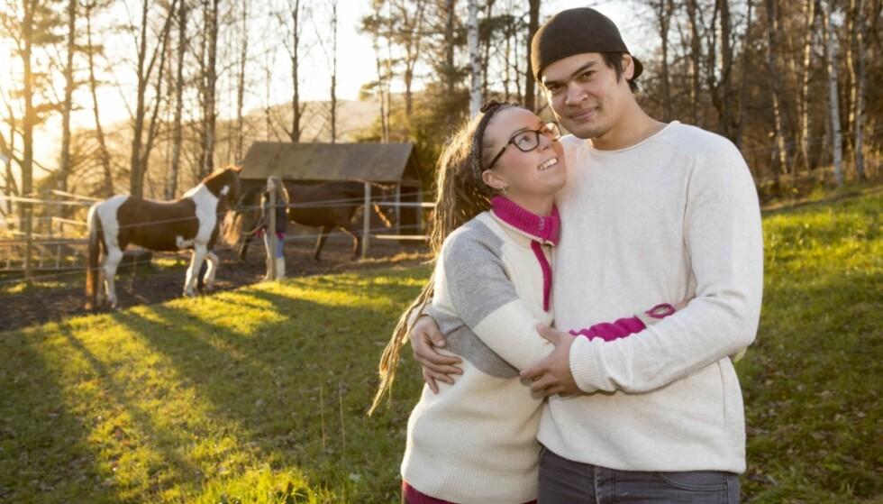 BLIR GÅRDSEIERE: Beatrice Fjell og Fredrik Fjeld fant hverandre i «Jakten på kjærligheten». Nå har de kjøpt gård sammen. Foto: TV 2