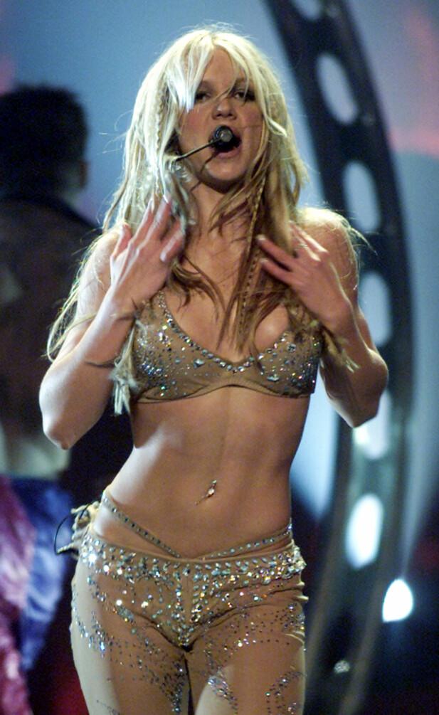 <strong>NY STIL:</strong> På starten av 2000-tallet begynte Britney Spears å eksperimentere med en mer vågal stil. Her avbildet under MTV Video Music Awards i 2000. REUTERS / NTB scanpix