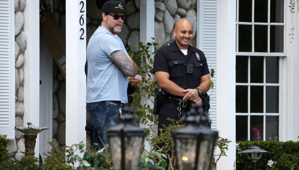 BLE TILKALT: Dean snakket med politiet etter at de ble tilkalt til familiens hjem forrige uke. Foto: NTB scanpix