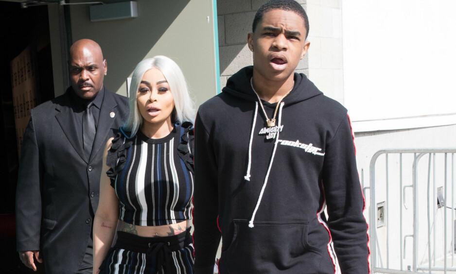 VISTE SEG SAMMEN: Eksen til Rob Kardashian, Blac Chyna, viste frem sin 11 år yngre flørt ute i Los Angeles i helgen. Foto: Splash News/ NTB scanpix