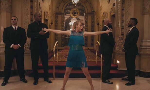 ENDELIG USYNLIG: Taylor danser mens ingen ser henne i musikkvideoen Delicate. Foto: YouTube skjermdump, Big Machine Label Group LLC