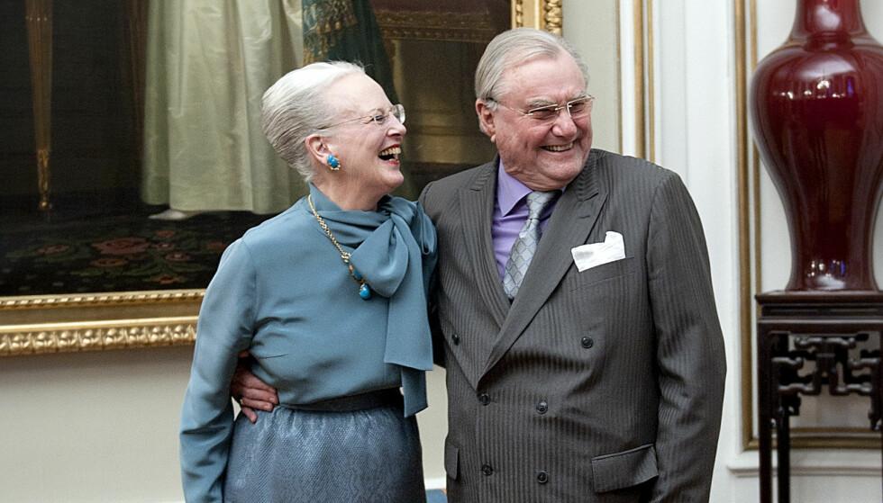 MILLIONVERDIER: Det er antatt at dronning Margrethe arvet det meste av prins Henriks verdier da han døde i februar. Han har likevel valgt å gi det ene slottet han eier til eldstesønnen. Foto: NTB scanpix