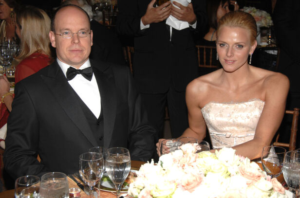 MED KONA: Her er Fyrst Albert sammen med kona Charlene, fyrstinnen av Monaco, i 2007. I dag har ekteparet to barn sammen. Foto: NTB Scanpix.