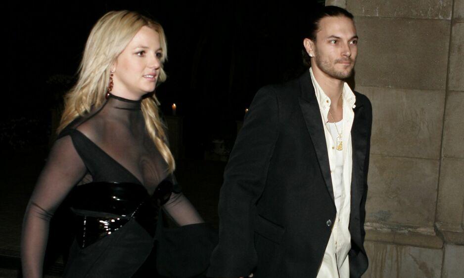 DÅRLIG STEMNING: Ifølge amerikansk kjendispresse ønsker Kevin Federline (t.h.) å reforhandle den økonomiske avtalen han har med popstjernen Britney Spears - og skyr ingen midler. Her er det daværende paret avbildet i 2006. Foto: AP/ NTB scanpix