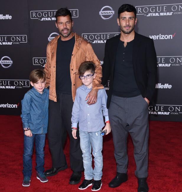 FAMILIELYKKE: Ricky Martin sammen med ektemannen Jwan og sønnene Matteo og Valentino. Foto: NTB scanpix