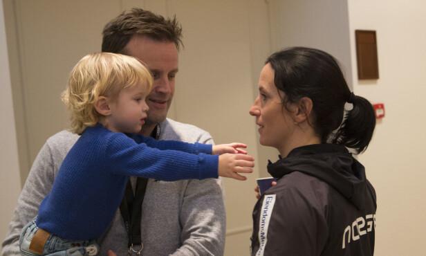 <strong>MER FAMILIEKOS:</strong> Marit Bjørgen får endelig tilbringe mer tid med sønnen Marius. Her med samboeren Fred Børre. Foto: Geir Olsen / NTB Scanpix