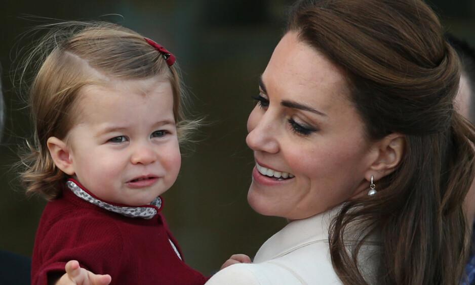<strong>BLIR HISTORISK:</strong> Prinsesse Charlotte blir den første kvinnelige kongelige i Storbritannias historie som ikke trues av et nytt søsken. Foto: NTB scanpix