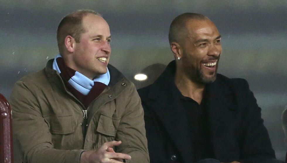 <strong>FELLES INTERESSE:</strong> Det så ut til at prins William og den tidligere Aston Villa-spilleren hadde nok å snakke om. Foto: NTB scanpix