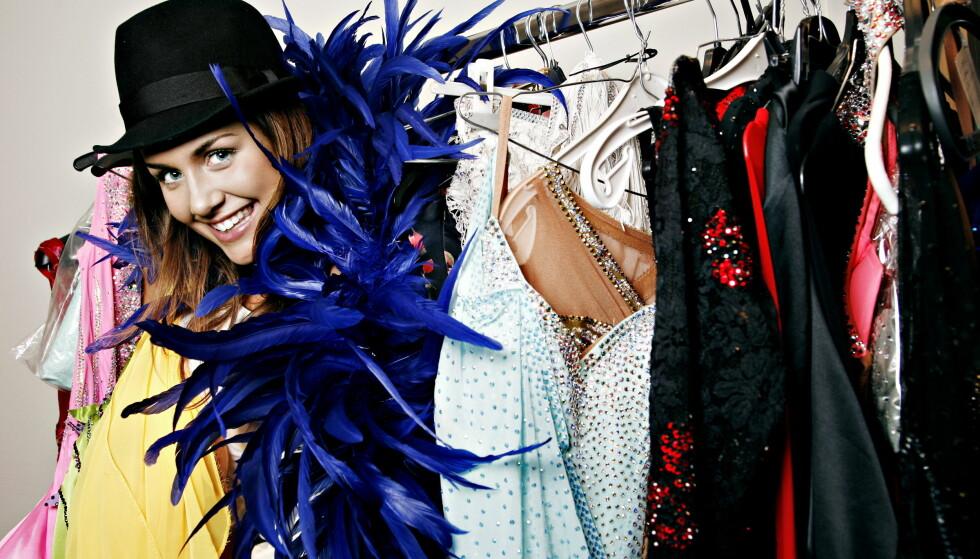 TITTEI: Tone har ved flere anledninger vist seg fra en rampete side, som her i 2006, på besøk hos et kostymelager. Foto: Nina Hansen / Dagbladet