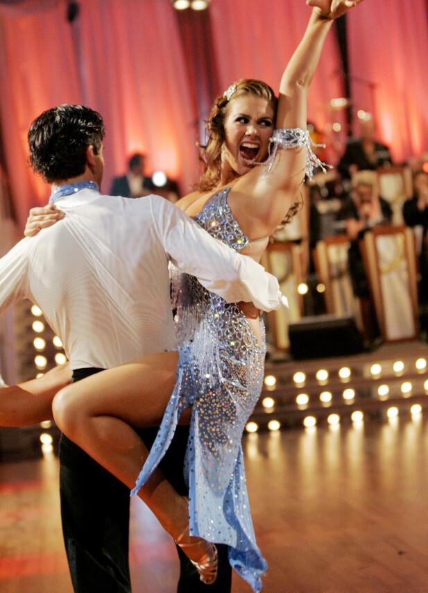 HETT: Tone og dansepartner Tom-Erik Nilsen sikret seg en tredjeplass i «Skal vi danse» i 2006. Dette var en av mange opptredener hun gjorde i årene etter Idol. Foto: NTB scanpix