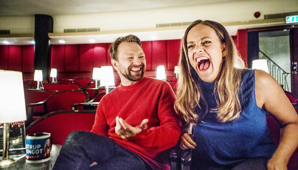 TINDER-TABBE: Henriette Steenstrup, her med kompis og kollega John Brungot, tråkket litt i salaten da hun opprettet Tinder-profil før hun møtte sin nåværende kjæreste, Foto: Christian Roth Christensen/ Dagbladet