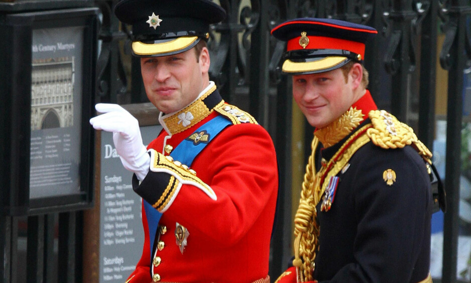 <strong>DEN GANG DA:</strong> Prins William og forlover prins Harry ankommer Westminster Abbey i forkant av vielsen med Kate Middleton. I dag ble det kjent at prins William gjengjelder gjerningen som forlover når Harry gifter seg med Meghan Markle den 19. mai. Foto: NTB scanpix