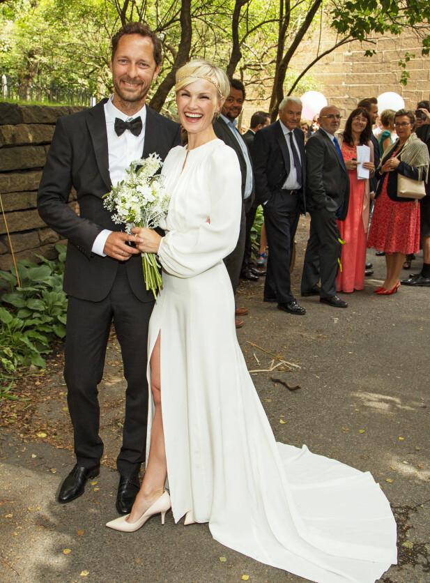 STOR DAG: For snart fire år siden giftet skuespillerparet seg i Oslo. Den gang var de ettbarnsforeldre - nå venter de nummer tre. Foto: Tor Lindseth/ Se og Hør