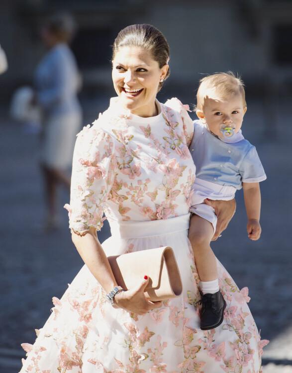 FLOTT: Kronprinsesse Victoria av Sverige brukte 465 000 kroner på klær i fjor. Her fra sin egen 40-årsdag i 2017. Foto: NTB Scanpix