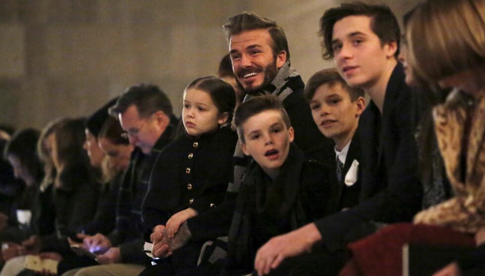 FAMILIEKJÆR: Familien Beckham er kjent for å ha et nært familiebånd. Her er David avbildet med sine fire barn i 2016. Foto: REUTERS / NTB scanpix