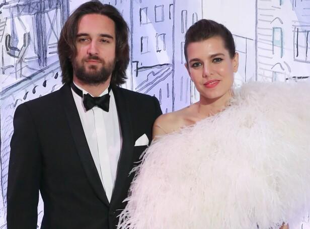 GRAVID OG FORLOVET: Under det årlige roseballet i Monaco ble det kjent at Charlotte var forlovet med kjæresten Dimitri (t.v.). Det var også da ryktene om at hun var gravid begynte å svirre, ettersom kjolen hennes skjulte magen. Foto: AFP / NTB scanpix