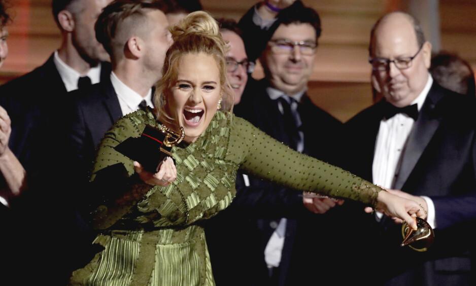 STOR FEIRING: I anledning sin 30-årsdag, samlet sangeren Adele gode venner og familie til en temafest uten like. Foto: Matt Sayles / AP/ NTB scanpix
