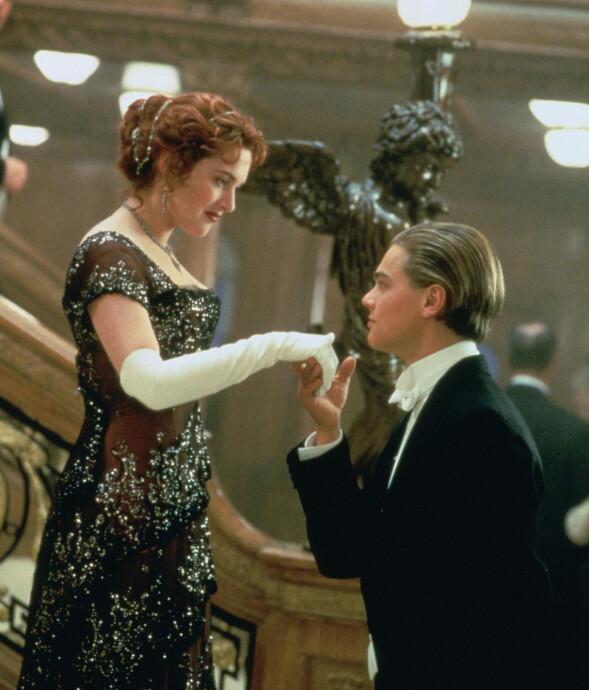 IKONISK FILM: Kate Winslet og Leonardo DiCaprio som rollefigurene Rose og Jack i en scene fra storfilmen «Titanic». Foto: Twentieth Century Fox/ Filmweb.no