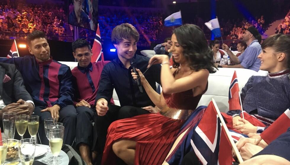 FERDIG: Det var en tydelig lettet Alexander i etterkant av opptreden. Foto: NRK