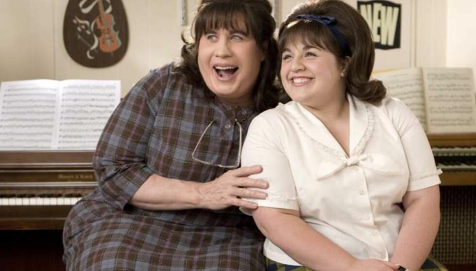 <strong>GODT VENNSKAP:</strong> I 2007 gjorde Nikki Blonsky braksuksess som Tracy Turnblad i filmen «Hairspray», hvor hun spilte mot blant andre John Travolta. De to ble gode venner også i virkeligheten. Foto: SF Norge AS.
