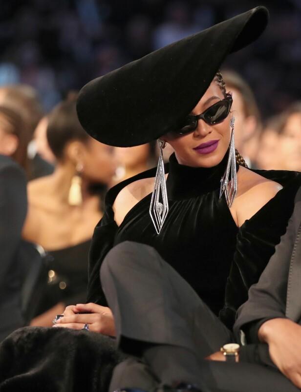 DYR PYNT: Beyoncé observert på Grammy-utdelingen tidligere i år med smykker verd nærmere 40 millioner norske kroner. Foto: NTB Scanpix.