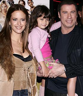I 2005: Kelly Preston, Ella Bleu og John Travolta på «Be Cool»-premieren. Foto: NTB scanpix