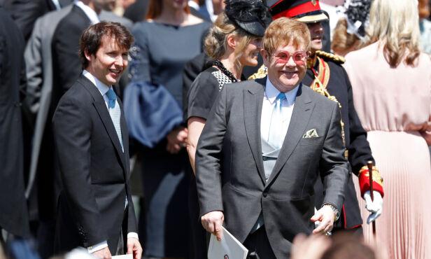 PÅ TILBUDSSIDEN: Elton John skal ha opptrådt for de 200 gjestene under nattens fest. Her sammen med James Blunt tidligere på dagen. Foto: NTB Scanpix