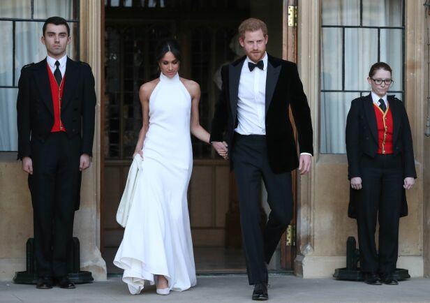 KLARE FOR FEST: Det nygifte paret forlot Windsor slott for å reise videre til Frogmore House, der festen fant sted. Foto: NTB scanpix
