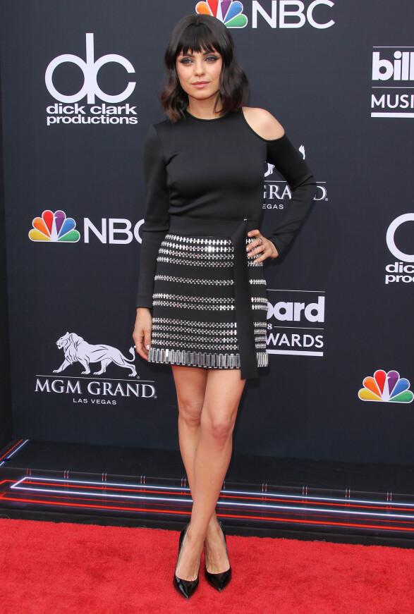 <strong>MYSTISK:</strong> Skuespiller Mila Kunas var også å se i Las Vegas natt til mandag kledd i sort og med markant sminke. Foto: NTB Scanpix