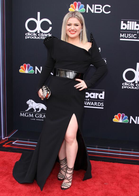 <strong>STYRTE SHOWET:</strong> Kelly Clarkson gikk for sort under Billboard Music Awards i Las Vegas natt til mandag. Hun var programleder. Foto: NTB Scanpix