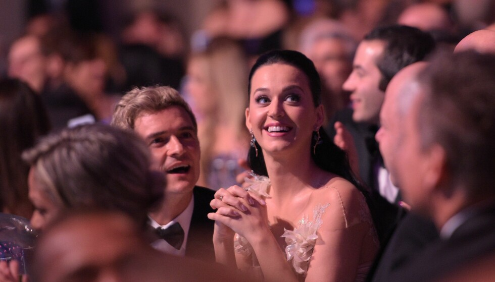 SAMMEN IGJEN? Romansen mellom Orlando Bloom og Katy Perry ser ut til å være tilbake i full blomst igjen. Dette bildet er tatt av duoen under UNICEFs Snowflake Ball i New York City høsten 2016. Foto: NTB Scanpix