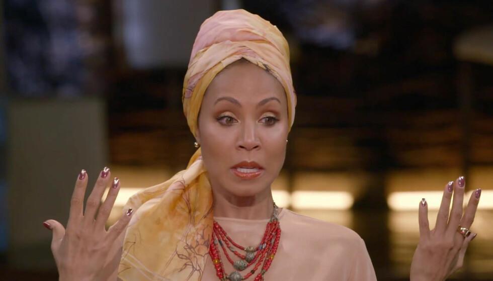 <strong>ÆRLIG:</strong> Skuespiller Jada Pinkett Smith (46) forteller hvorfor hun har kledd seg i ulike hodeplagg og turban de siste månedene. Foto: NTB Scanpix