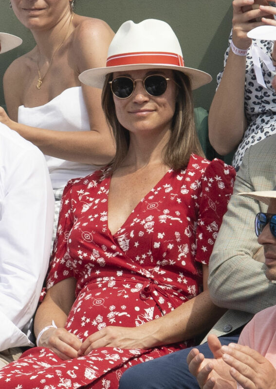 GRAVID?: Flere medier mener at disse bildene av Pippa Middleton beviser at hun venter sitt første barn med ektemannen James Matthews. Foto: Splash News/ NTB scanpix